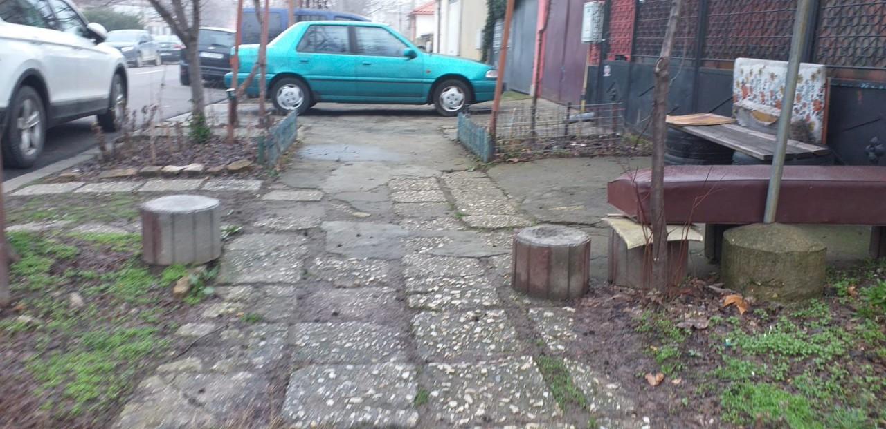 ATENȚIE, șoferi! Locurile de parcare improvizate, pe trotuare sau spații verzi, vor fi DESFIINȚATE